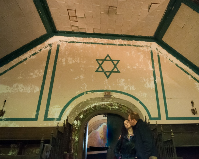Couple kissing in an old Chicago Synagogue